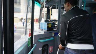 バスのオイスターカードはここで
