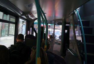 バスの1階